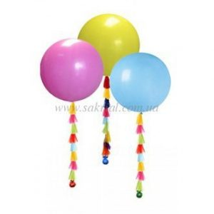 Большие шары с разноцветными ленточками тассел