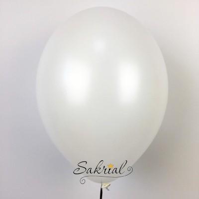 Белый шар с гелием