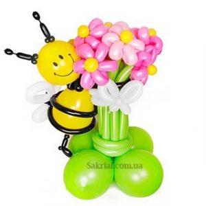 Букет из шаров с пчелой и цветами