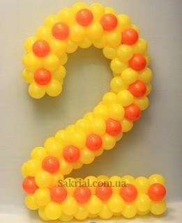 Цифра 2 из шаров в цветах жирафа