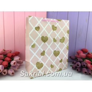 Красивый розовый подарочный пакет с золотыми сердцами