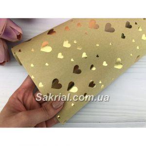 Коричневая упаковочная бумага с золотыми сердцами
